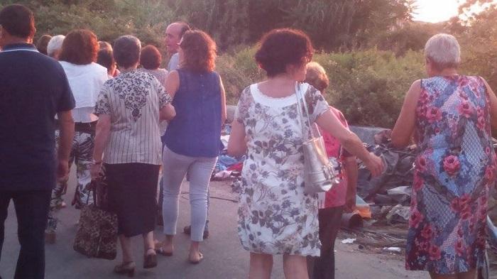 #Messina. A Barcellona la processione della Madonna tra i rifiuti
