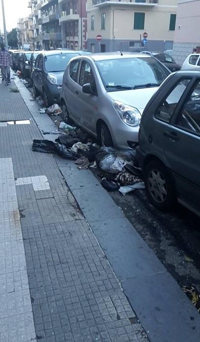 #Messina. Degrado in città: in via Santa Marta i rifiuti trascinati dalla pioggia