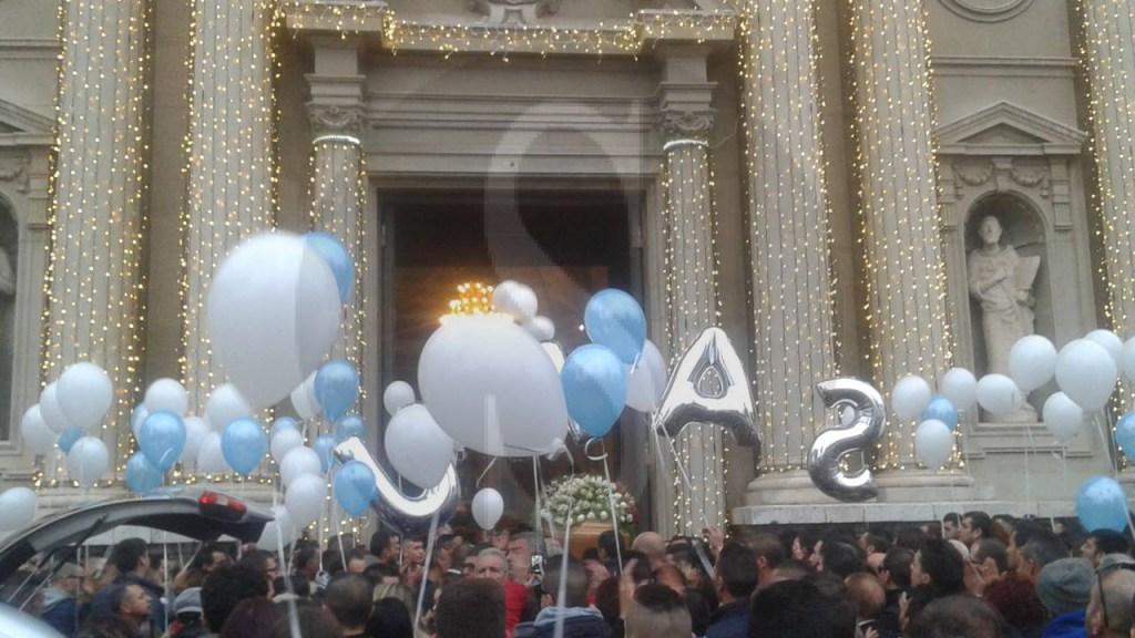#Barcellona. La città partecipe al dolore della famiglia di Samuele