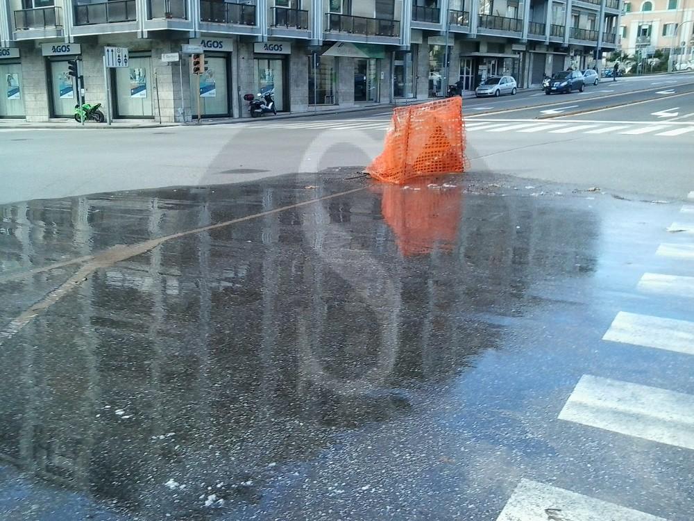 #Messina. Incrocio a rischio per una perdita d'acqua in viale Boccetta