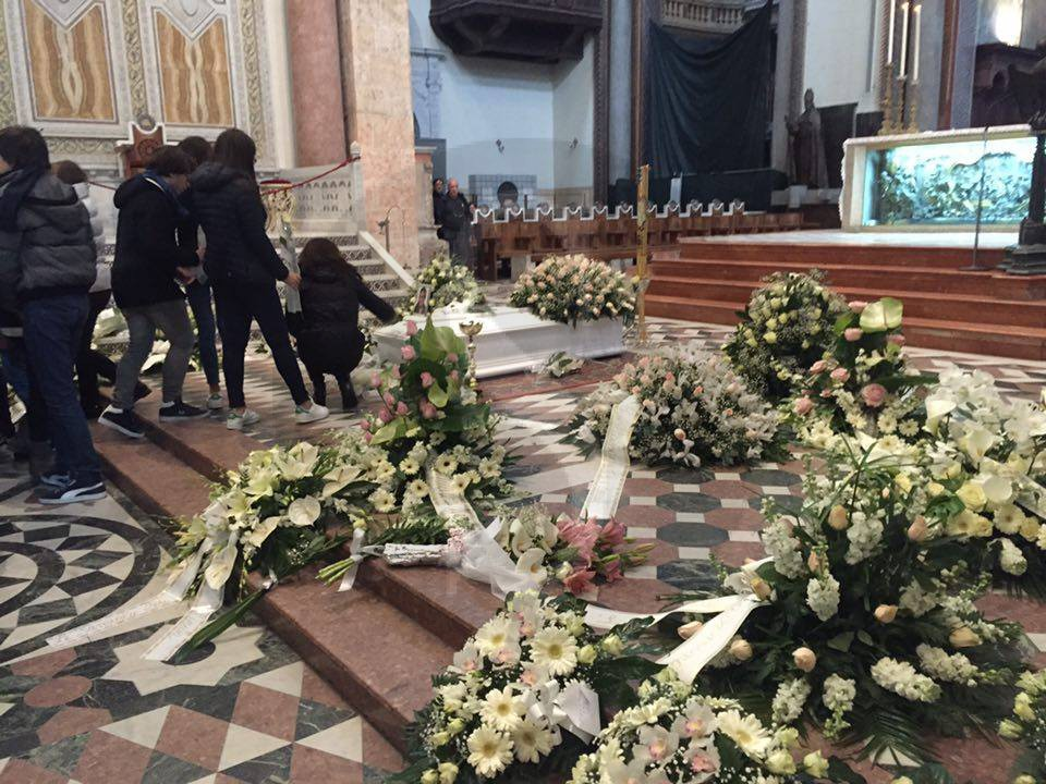 #Messina. L'addio della città a Rebecca e quella domanda che non avrà mai risposta