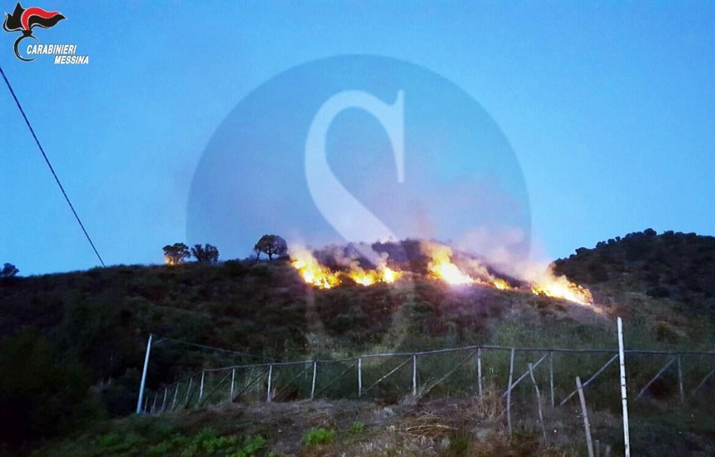 #Patti. Piromane arrestato mentre dava fuoco a un bosco
