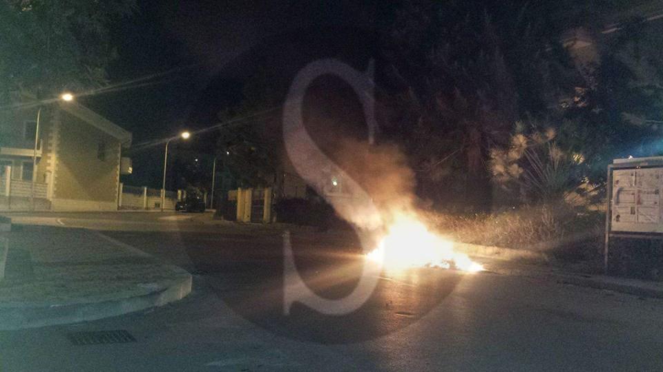 #Barcellona. Incivili in azione, a fuoco due cassonetti