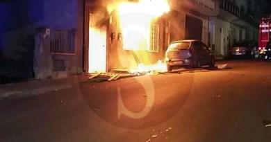 #Barcellona. Esplosione in un appartamento in via Leopardi. Una famiglia salva per miracolo