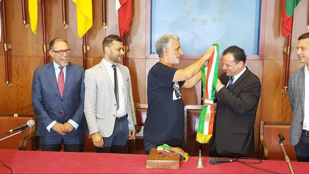 Politica. Messina, cambio della guardia: Cateno De Luca si è insediato a Palazzo Zanca FOTO