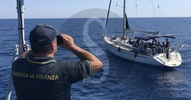 Cronaca. Arrestati due scafisti stranieri nelle acque di Siracusa