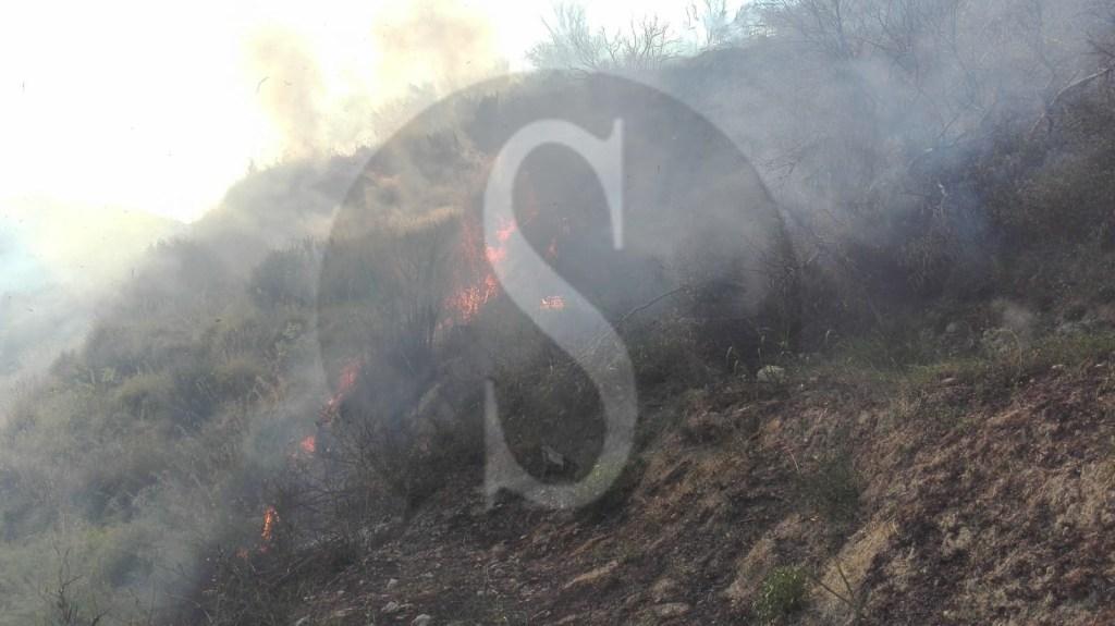Cronaca. Incendio in tangenziale, traffico in tilt tra Boccetta e Messina Centro