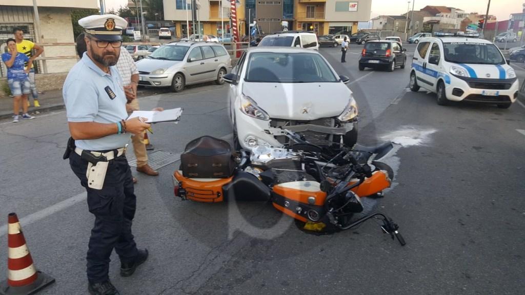 Cronaca. Messina, incidente tra auto e moto: ferito un centauro