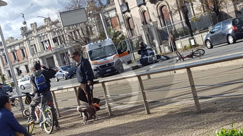 Cronaca. Messina, incidente scooter e bici in viale della Libertà: due i feriti