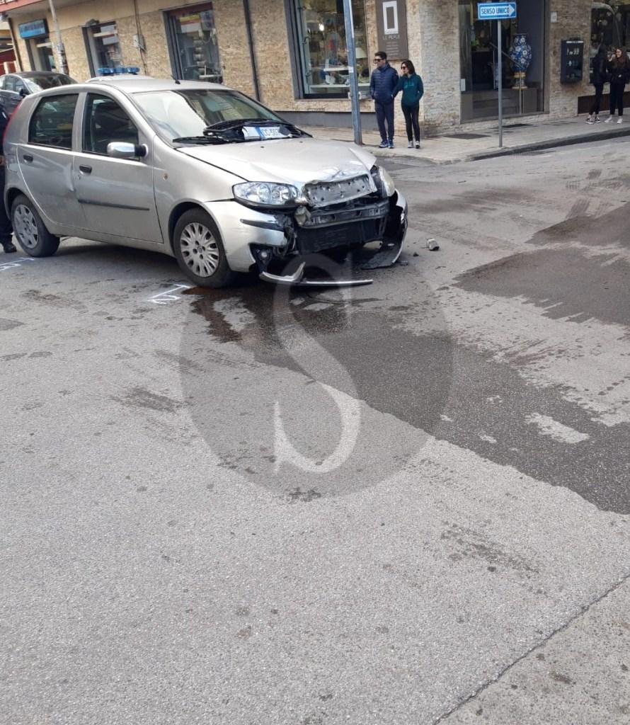 Cronaca. Barcellona PG, scontro camion contro auto in via Kennedy: un ferito