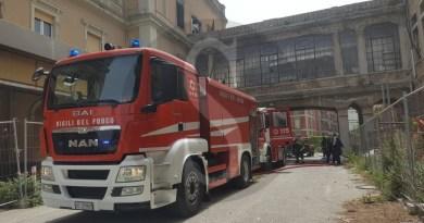 Messina, ennesimo incendio all'interno dell'ex ospedale Regina Margherita: TUTTE LE FOTO