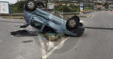 Incidente a Furnari tra due auto, feriti madre e figlio
