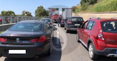 Camion perde olio sulla Messina-Catania: circolazione in tilt e lunghe code