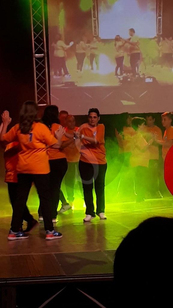 """I ragazzi disabili della comunità """"Il Sole"""" incantano con il ballo il pubblico di Santa Lucia del Mela"""