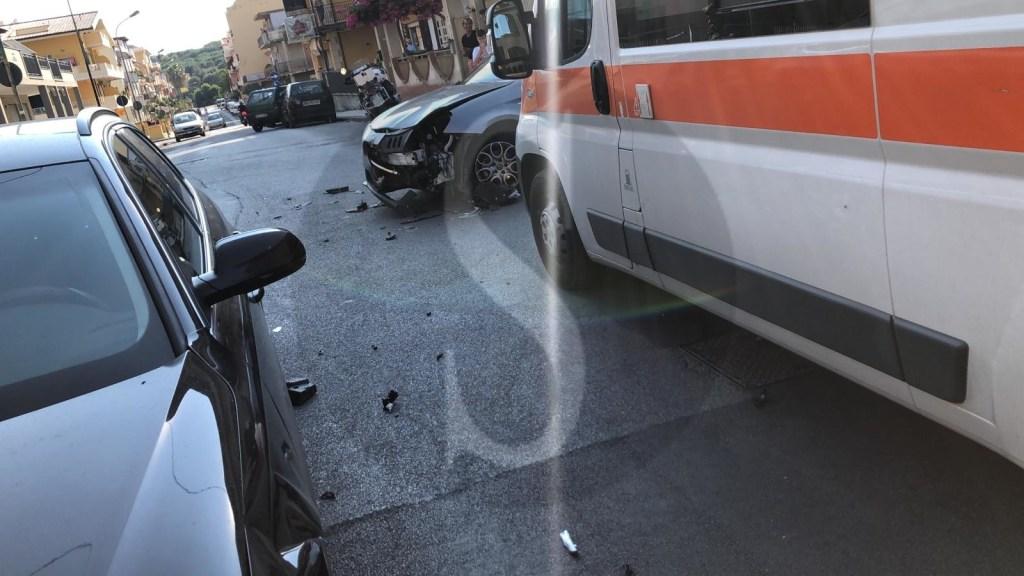Violento tamponamento tra due auto a Terme Vigliatore: 2 feriti