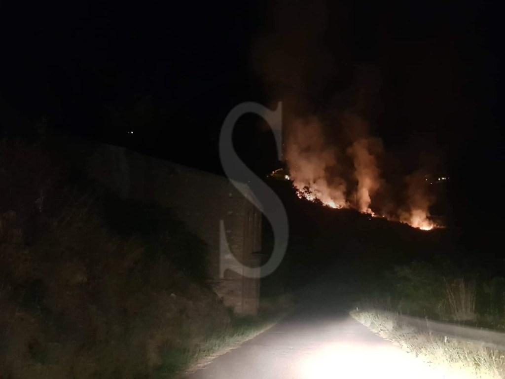 Castroreale, incendio nella zona Annunziata minaccia le abitazioni