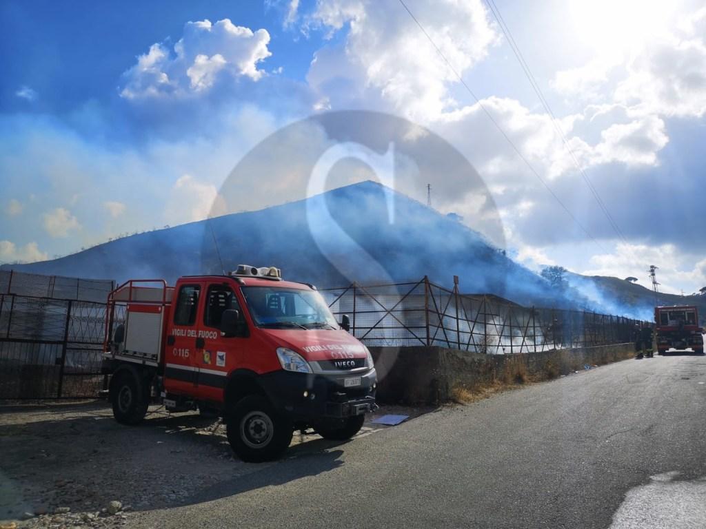 Messina, vasto incendio infuria sulle colline della Panoramica