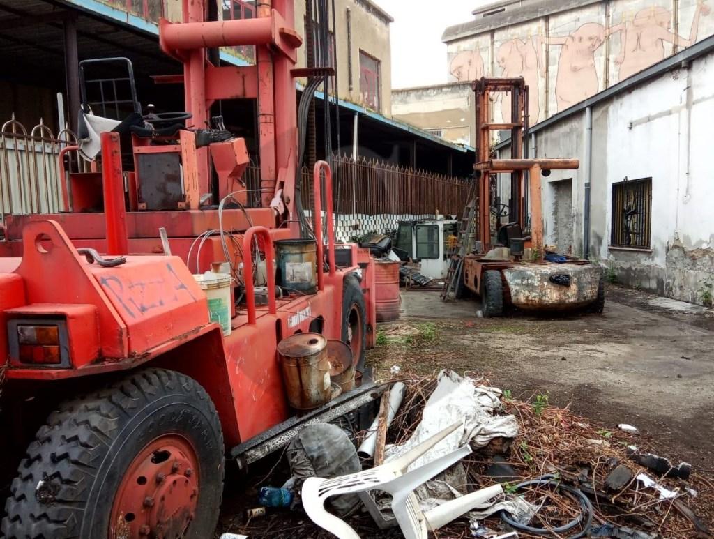 Messina, viveva tra rifiuti ed escrementi alla Casa del Portuale: denunciato 22enne