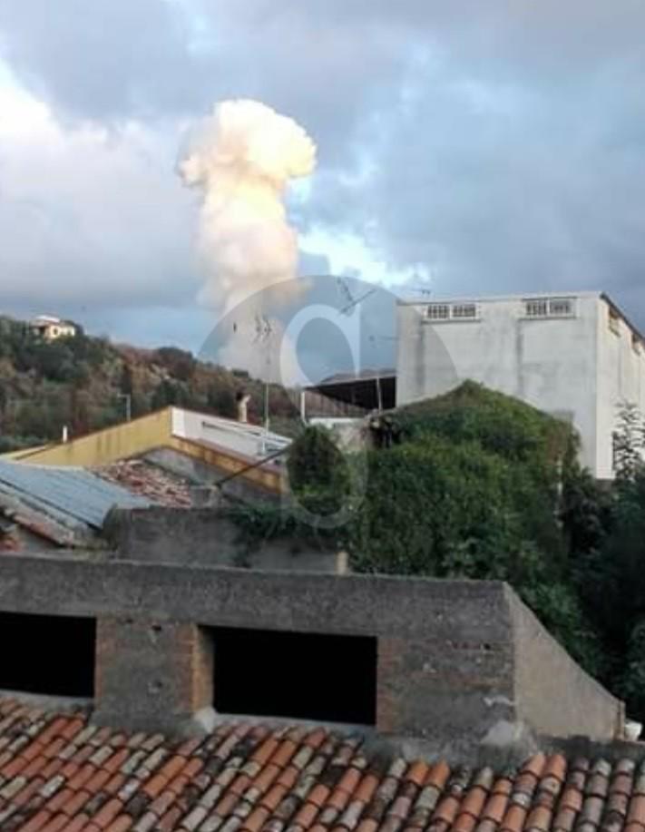 Tragedia a Barcellona PG: esplode fabbrica di fuochi d'artificio