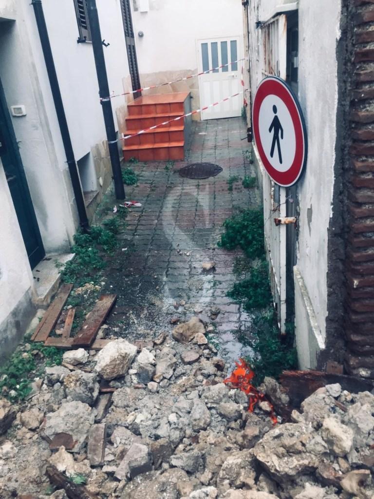 A causa del maltempo crolla un rudere a Salice: intervento dei vigili del fuoco