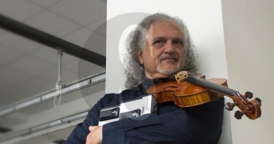 """Accordiacorde, Cesare Frisina violintronics in """"Uluru: viaggio nella terra degli aborigeni"""""""