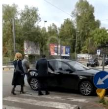 Messina, obiettivo indiscreto: l'auto del sindaco parcheggiata sulle strisce pedonali