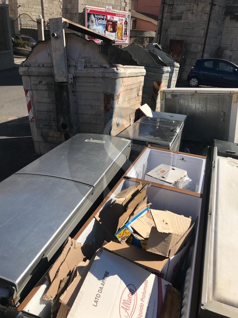 Messina, smaltimento illecito di rifiuti speciali: sequestrati locali a Camaro, denunciato il titolare