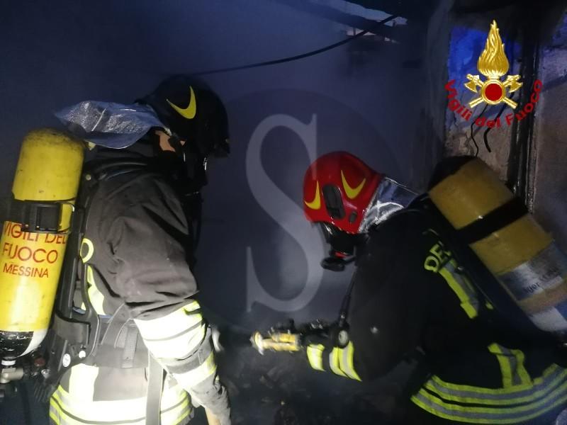 Rogo a Nizza di Sicilia: morte due sorelle novantenni, si salva solo la terza