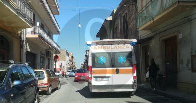 Barcellona PG, incidente in via Statale Sant'Antonino: auto travolge una donna
