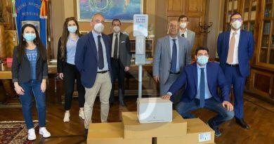 Messina, l'Associazione D'Uva dona 5 piantane per gel sanificante all'Ordine degli avvocati