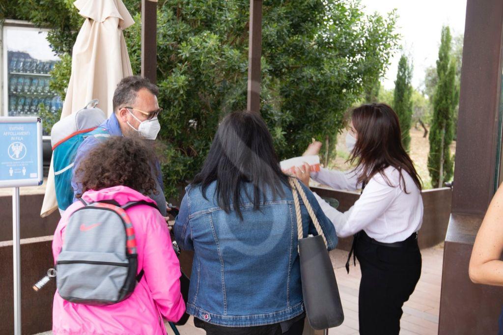"""Riapre la Valle dei Templi: rispettoso """"assalto"""" di visitatori fra distanze di sicurezza e mascherine"""