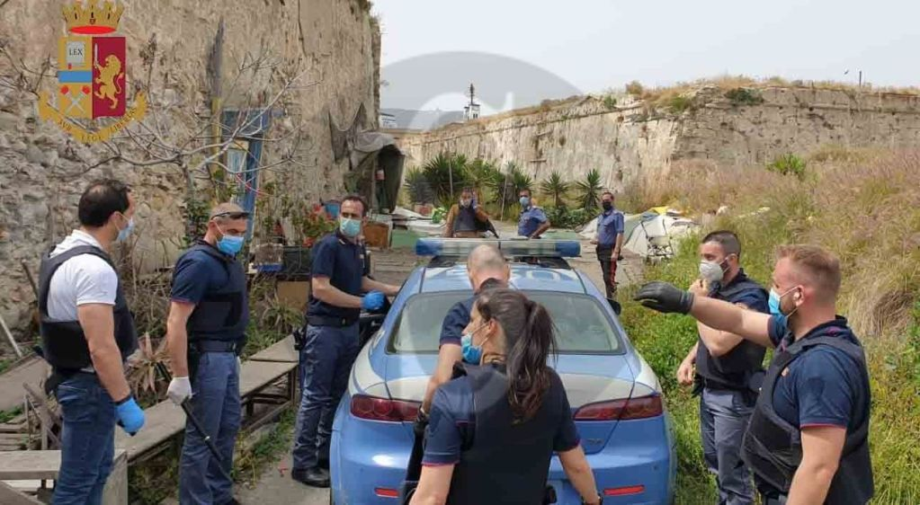 Messina, sequestra e violenta per giorni una coppia di clochard: arrestato 39enne tunisino