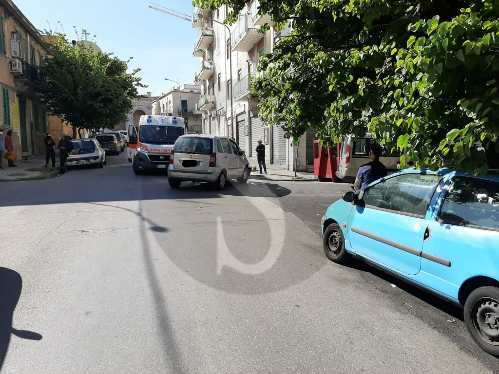 Messina, violento incidente tra via Vittorio Veneto e via Siracusa: 4 feriti
