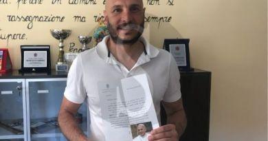 Oliveri, il sindaco manda una mascherina a Francesco I: oggi dal Vaticano la lettera di ringraziamento