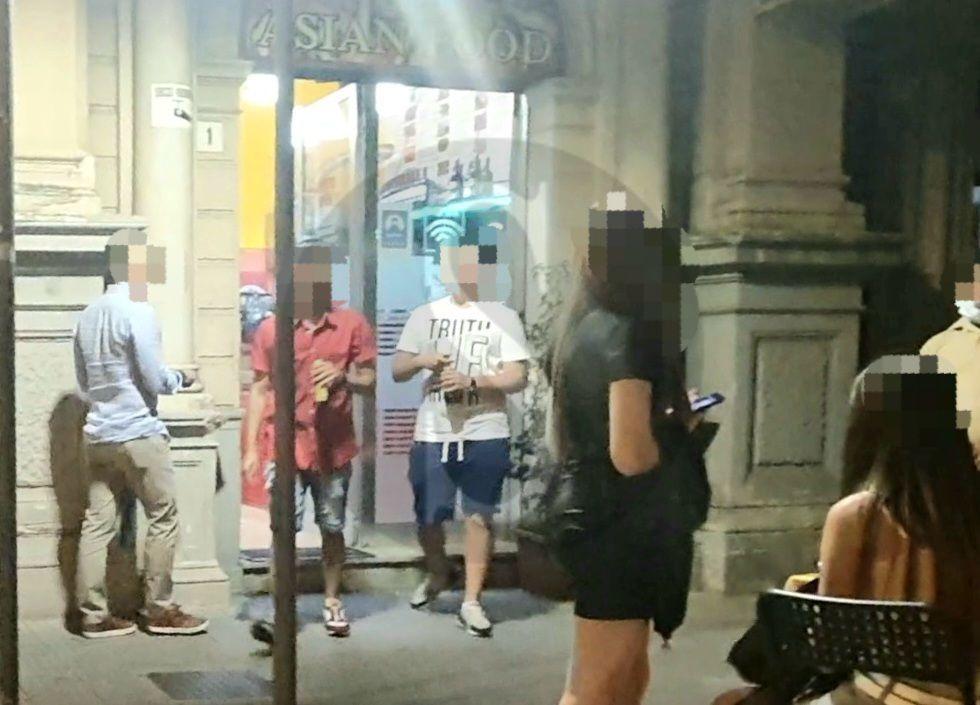 Notti brave a Messina, tra minorenni che bevono alcolici, risse e strade trasformate in vespasiani