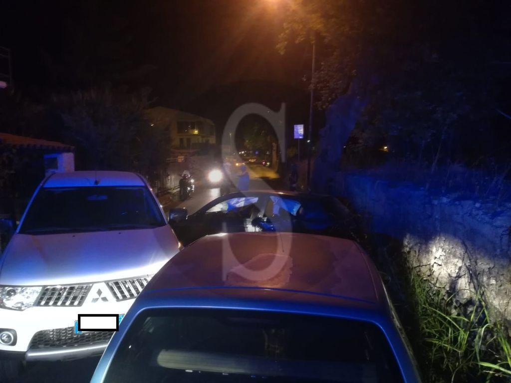 Barcellona PG, incidente tra auto in via del Mare: divelta una staccionata, feriti un uomo e due donne