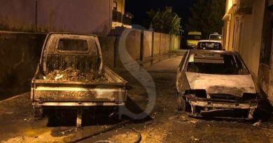 Torregrotta, incendio nel parcheggio comunale: distrutti due mezzi