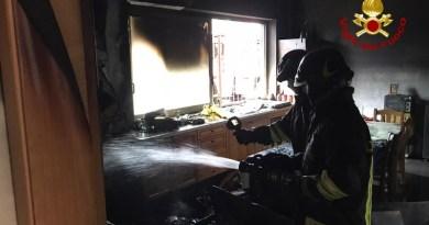 Incendio a Torregrotta in una palazzina di 5 piani, evacuati alcuni residenti