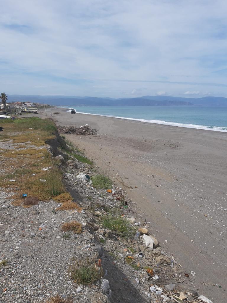 Barcellona PG – Avviata la pulizia straordinaria delle spiagge