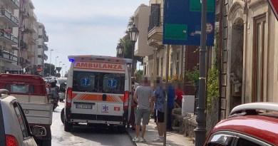 Milazzo – Nella zona di San Papino uomo tenta di sfondare una porta e aggredisce poliziotti