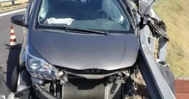 Patti, incidente sulla Messina-Palermo: auto si schianta contro guard rail, un ferito