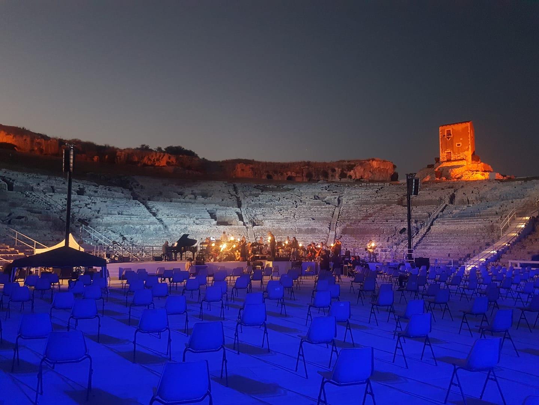 Teatro, musica e arte, l'Inda 2020 riparte da Apollo. E Siracusa diventa  l'isola della luce - SicilyMag Teatro e opera