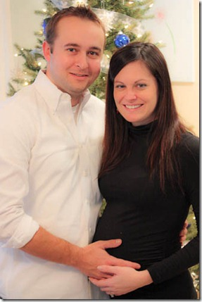 35 weeks pregnant couple photo christmas