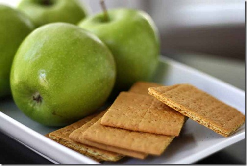 apples and graham cracker