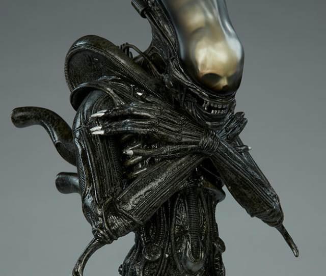 Alien Statue Alien Statue