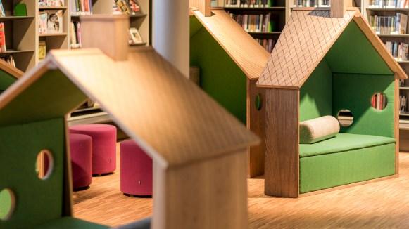 Reading Houses