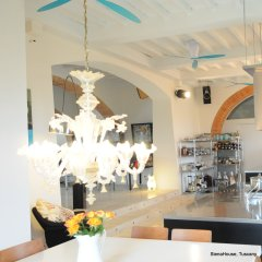 Image of the Murano chandelier above the breakfast table