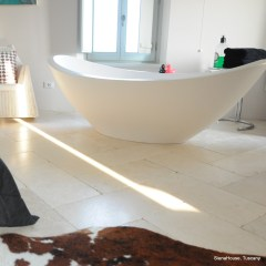 Image of the freestanding Mattius Thun bath tub in the Cortona room at siena house