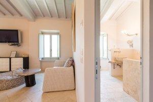 2015-08-28-siena-house-rooms-99