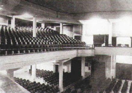 MONUMENTAL CINEMA (1940), Conde Aranda , 32 – (entonces Gral. Franco). Fue inaugurado el 2 de julio de 1933 y cerrado en julio de 1972. Aforo: 2.319 localidades